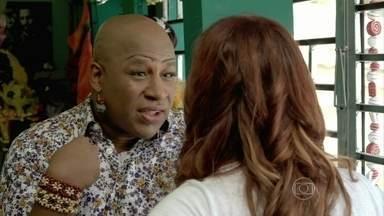 Xana afirma que quer apenas a amizade de Naná - Manicure pressiona o cabeleireiro