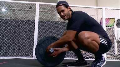 Raphael Viana treina pesado para ficar em forma - O ator ganha condicionamento físico para Arnoldão de Império