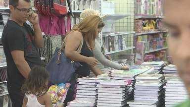 Consumidores antecipam as compras do material escolar em busca de menores preços - Consumidores antecipam as compras do material escolar em busca de menores preços e evitar tumultos
