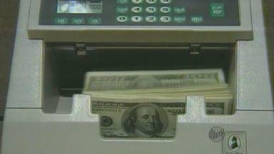 Dólar atinge a maior contação desde 2005 no Brasil - Dólar atinge a maior contação desde 2005 no Brasil