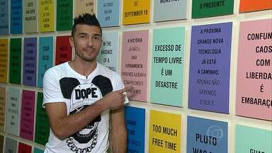 Ansioso para retornar aos treinos, Dátolo aproveita momentos livre para apreciar a arte - Jogador visitou uma galeria em Belo Horizonte e comparou a complexidade das obras com o futebol