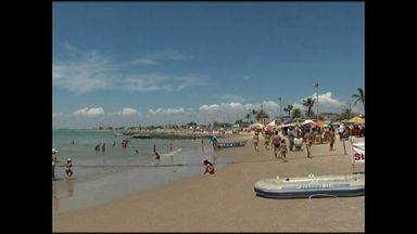 Frequentadores deixam lixo nas praias do Sul do ES - Lixeiras estão disponíveis em toda a orla.