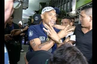 Flávio Caça Rato é recebido com festa pela torcida do Remo - Flávio Caça Rato é recebido com festa pela torcida do Remo