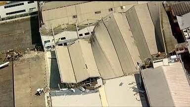 Telhado que desabou no Aeroporto de Congonhas deve ser retirado apenas no sábado (10) - Os funcionários passaram o dia limpando e organizando o local. Dos sete aviões que estavam lá, dois foram destruídos.