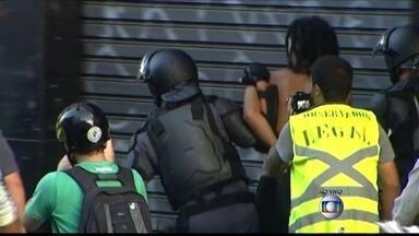 Manifestantes e policiais entram em confronto no centro de São Paulo - Os manifestantes fazem neste momento um ato contra o aumento da tarifa de ônibus, metrô e trens na capital. Um grupo entrou em confronto com a polícia.