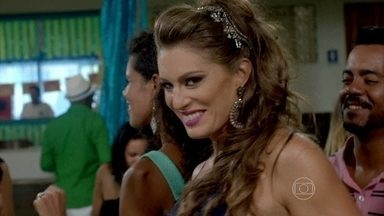 Xênia convida Manoel para sambar com ela - Pietro aproveita a ausência de Manoel e coloca um purgante na feijoada