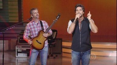 Victor e Leo abrem o Sai do Chão com 'Fada' - Sertanejos apresentam a atração de domingo