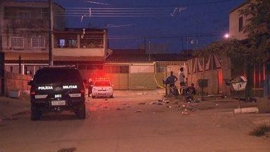 Jovem de 23 anos é assassinado durante festa no DF - O crime aconteceu na madrugada de domingo (11), no Recanto das Emas. De acordo com testemunhas, a vítima estava em uma festa com cerca de 80 pessoas quando, por volta de 4h30, houve tiros e correria. A polícia ainda busca o assassino.