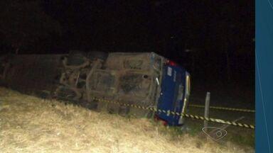 Ônibus com alunos da Marinha tomba e deixa 10 feridos no ES - Marinha disse que o motorista, um sargento e 8 alunos tiveram ferimentos.