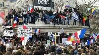 Marcha da Unidade mobiliza 4 milhões de pessoas na França - A reação aos atentados que deixou 17 mortos, em Paris, reuniu quase 4 milhões de pessoas em toda a França. Foi a maior mobilização da história do país. Só na capital, 1,5 milhão saíram às ruas para defender a liberdade de expressão.
