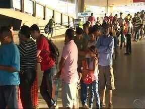 População reclama da demora no atendimento do Ceac em Aracaju - População reclama da demora no atendimento do Ceac em Aracaju.