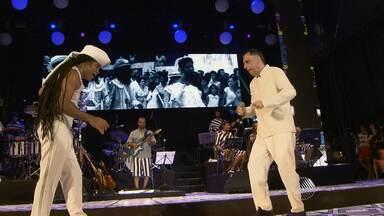 Carlinhos Brown homenageia Neguinho do Samba em Sarau lotado, em Salvador - Veja como foi a festa.
