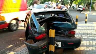 Três carros se envolvem em acidente no centro de Foz - O semáforo que fica no cruzamento das ruas Marechal Deodoro e Bartolomeu de Gusmão não estava funcionando.