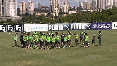 Jogadores iniciam disputa por vaga de titular no Goiás - Luta por espaço no time esmeraldino promete ser boa