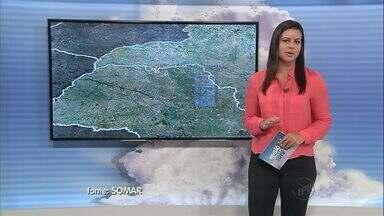 Confira a previsão do tempo para esta terça-feira (13) na região - A chuva vem acompanhada de ventos fortes, mas mesmo assim não refresca.