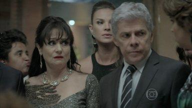 Cláudio desconfia de Téo - Magnólia e Severo ficam perplexos com a invasão dos mendigos em sua festa de bodas