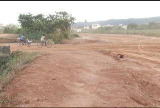 Situação de avenida em Montes Claros causa transtornos para moradores - Após anos, obras estão sendo feitas no local.