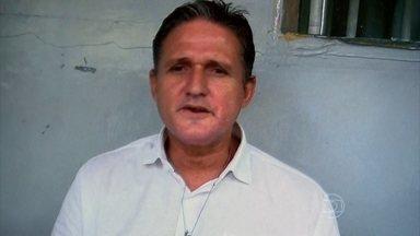 Brasileiro vai ser executado neste sábado (17) na Indonésia - Marco Archer é acusado de tráfico de drogas. Ele se encontrou com a família neste sábado (17). A execução será às 15h, horário de Brasília.