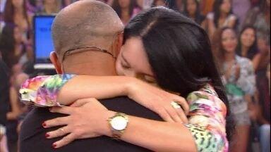 Pai reconhece filha durante participação no Caldeirão - Ana participou de quadro para ajudar uma amiga e foi surpreendida