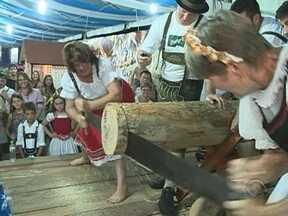 Milhares de turistas participam de festas típicas no Vale do Itajaí - Milhares de turistas participam de festas típicas no Vale do Itajaí