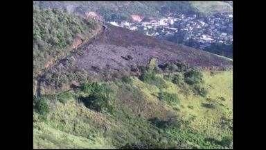 Incêndio destrói área de vegetação em Andorinhas, no ES - Local atingido abriga torres de TV, rádio e empresas de telecomunicação.