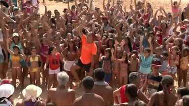 Circuito de verão promove exercícios físicos e gincanas a banhistas de Jacaraípe, ES - O circuito já passou por duas praias capixabas, e agora chega em Jacaraípe, na Serra.