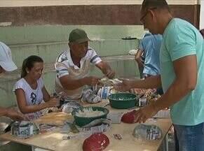 Grupo de artesãos ministra oficina de máscaras em Bezerros - Esta é uma forma de manter a tradição e a cultura da região.