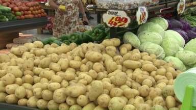 Mudanças no campo alteram preços de produtos nos supermercados - A batata e o chuchu foram os que mais aumentaram.
