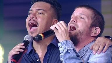 Saulo e Sorriso Maroto cantam 'Não Precisa Mudar' - 'Futuro Prometido' é o segundo hit escolhido por eles. Confira também imagens do ensaio