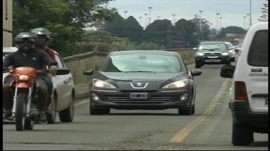 Policiais intensificam fiscalização em rodovias federais - Um dos motivos é o grande movimento de argentinos, um dos principais responsáveis pelas infrações nesta época na região.