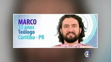 Teólogo Marco é o novo participante do BBB 15 - Depois do bailarino Rogério desistir de participar ainda no confinamento do hotel