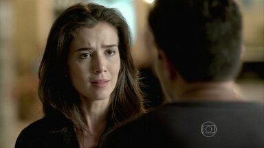 Cora confirma a presença de Maria Marta no bar de Manoel - Xana e Naná contam para a megera que a ricaça está em Santa Teresa