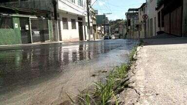 Vazamento de água em já dura três dias segundo moradores de bairro de Cariacica, no ES - Moradores contaram que já acionaram a Cesan.