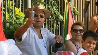 Turistas estrangeiros aprovam o calorão do Rio - Eles vêm do inverno, das temperaturas que chegam abaixo de 0ºC, para curtir o calor do Rio de Janeiro. Eles só querem curtir o verão, mas sempre dando um jeitinho de driblar o calor.