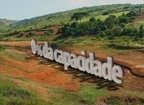 Moradores sofrem com os efeitos da estiagem em Triunfo, no Sertão de PE - Barragem de Brejinho, a única que abastece o município, está com 0% da capacidade.
