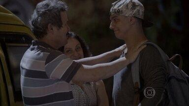 Jeff parte para Joaçaba para encontrar com Mari - O dançarino promete voltar o mais breve possível