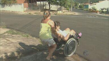 Rampas mal planejadas dificultam acesso de pessoas com deficiência em São Pedro, SP - A Prefeitura afirma que vai entrar em contato com a empresa responsável pelas instalações para que a adequação seja feita.