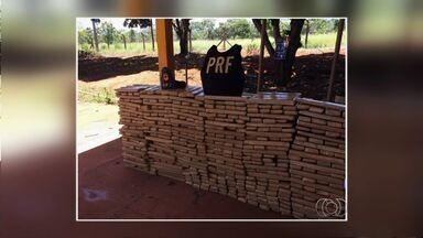 Polícia apreende 800 kg de maconha na BR-020, perto de Formosa - Droga estava escondida em uma caminhonete roubada.Durante abordagem, motorista fugiu.