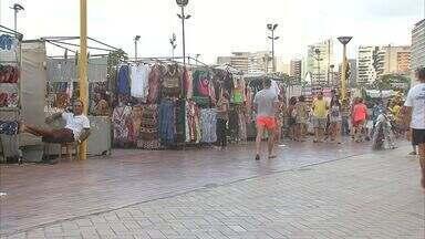 Feirantes e visitantes cobram melhor ordenamento na Feira da Beira Mar - Ponto é um dos preferidos dos turistas em Fortaleza.
