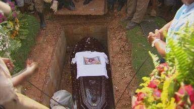 Sargento da PM morto em rebelião é enterrado com honras militares - Cerimônias fúnebres aconteceram no Cemitério Parque das Flores, na capital.