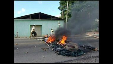 Produtores rurais protestam contra falta de energia em Marilândia, ES - Manifestantes relatam que energia na comunidade Lagoa Bonita é fraca.Esclesa disse os índices de fornecimento estão em conformidade com Aneel.