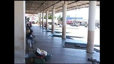 Passageiros reclamam de falta de manutenção na rodoviária de Catalão - Segundo os moradores da cidade, o local é ocupado por usuários de drogas e moradores de rua.