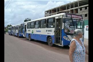 Após protesto de rodoviários, empresa entra em acordo e diz que atenderá reivindicações - Com a paralisação, muita gente foi obrigada a usar o transporte alternativo para chegar até a BR-316.