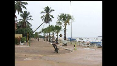 """Moradores de Alter do Chão buscam prevenção contra hepatite """"A"""" - Esgotos que despejam material na praia é uma das preocupações. Reunião na Aces traça estratégias em busca de solução para os problemas."""