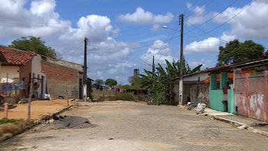 Moradores de Neópolis enfrentam surto de dengue - Moradores de Neópolis enfrentam surto de dengue