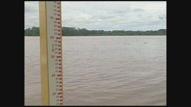 População de Guajará-Mirim está apreensiva com possibilidade de nova cheia do Rio Mamoré - Centenas de famílias que foram obrigadas a deixar as casas em 2014, por causa da enchente, ainda enfrentam dificuldades.