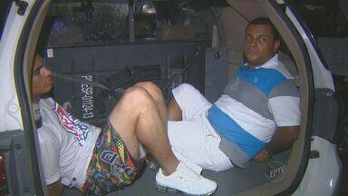 Dois são presos por tráfico; um é suspeito de matar PM em Campinas - Dois homens foram presos na noite de terça-feira (20) por suspeita de tráfico de drogas, em Campinas (SP). Um deles é suspeito de participar do assassinato do cabo da Policial Militar Eliseu Guedes de Almeida em junho do ano passado.