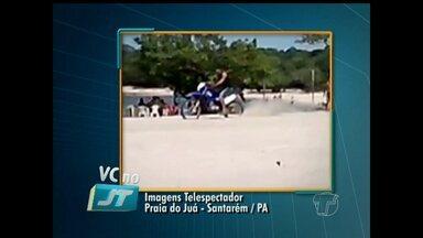 """Internauta denuncia motoqueiros na praia: """"quase atropelou meu filho"""" - Prática é proibida conforme Lei Federal e Código de Postura Municipal."""