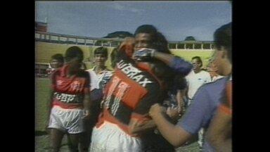 Com gol de Júnior Baiano, Flamengo vence Juventus e conquista Copa São Paulo - Zagueiro marcou um bonito gol por cobertura.