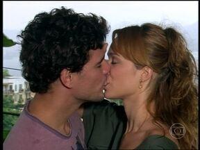 Bel e Duda voltam a namorar - Ela pede perdão para o amado e diz que é uma garota de sorte